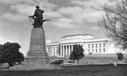 Burn's Memorial in The Auckland Domain with Auckland War Memorial Museum (completed 1929)
