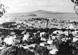 View from Mt Eden, with Devonport and Rangitoto Island in the distance